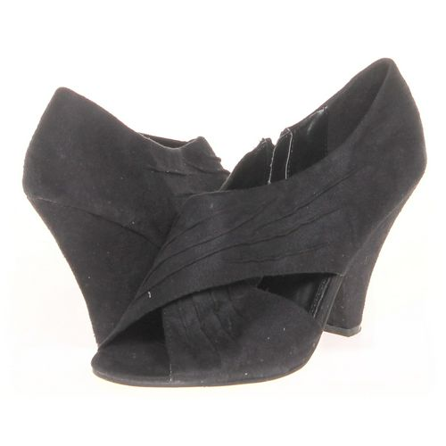 CL by Laundry Booties in size 9 Women's at up to 95% Off - Swap.com