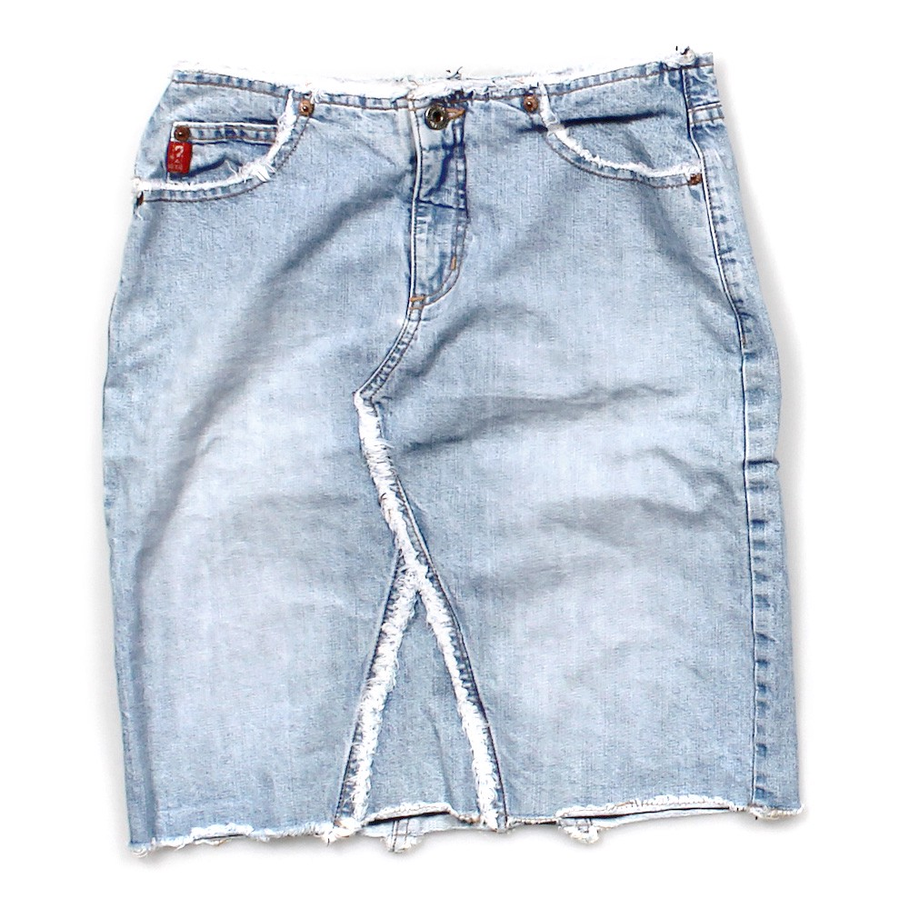guess denim skirt in size 4 at up to 95