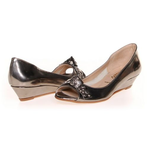 Butter Flats in size 7 Women's at up to 95% Off - Swap.com