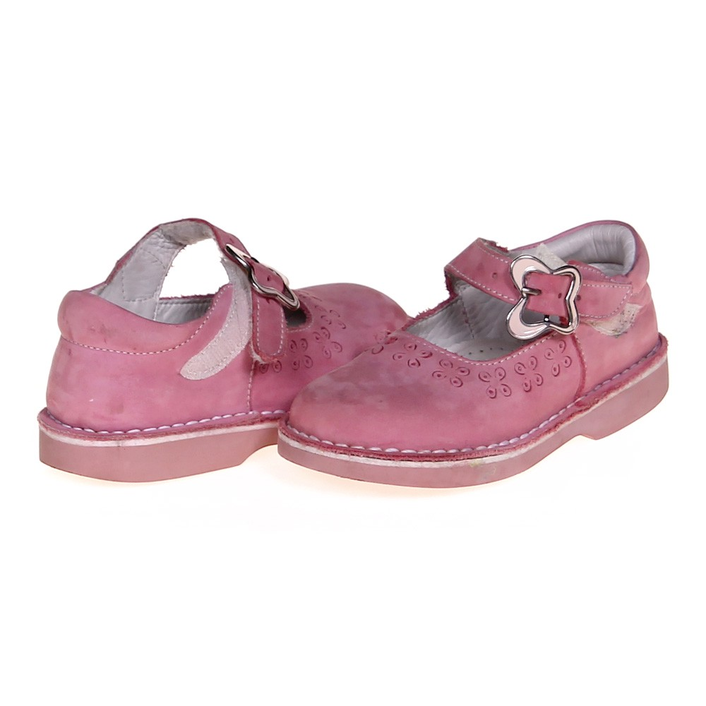 With kids' rain, casual and western boots for fall; sandals, house slippers and boat shoes for summer; a large selection of dress, oxford, Mary Jane and uniform shoes for back to school; and their favorite character, super hero and princess shoes for every day, you are sure to find whatever you need.