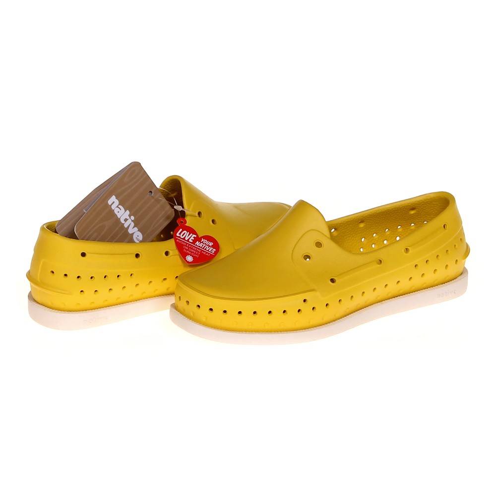 slip on boat shoes consignment
