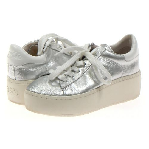 Sneakers in size 6.5 Women's at up to 95% Off - Swap.com