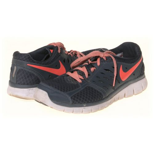 NIKE Sneakers in size 9 Women's at up to 95% Off - Swap.com
